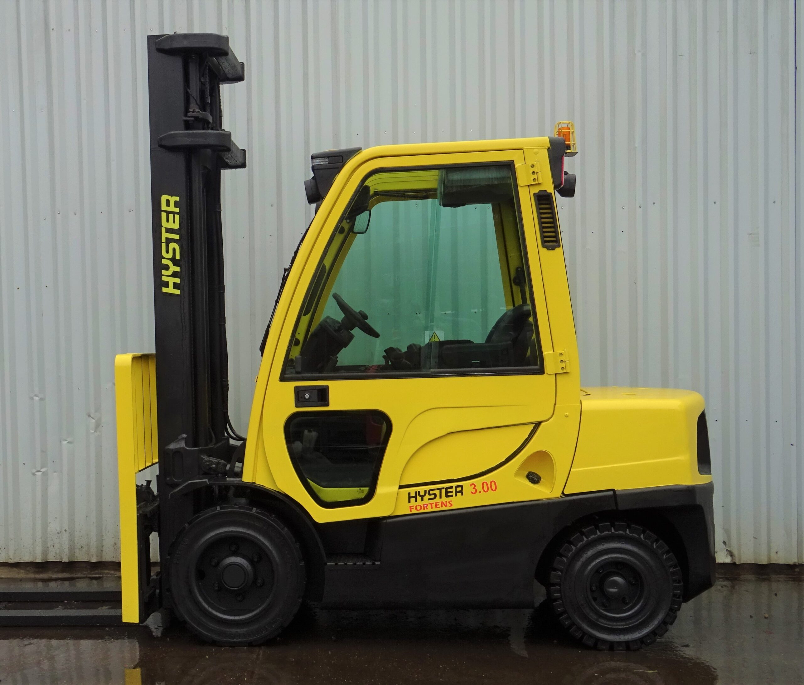 HYSTER H3.0FT SERIAL L177B26751F (1)